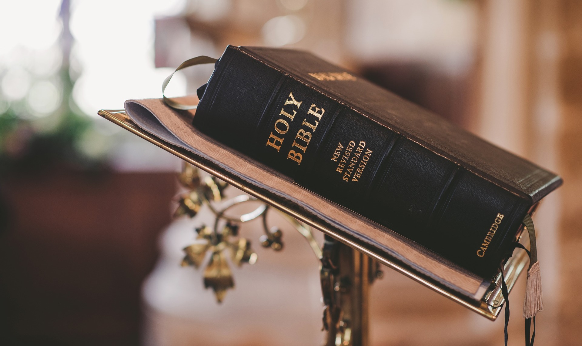 bible-on-stand